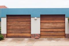 Portas da garagem dois Fotografia de Stock Royalty Free