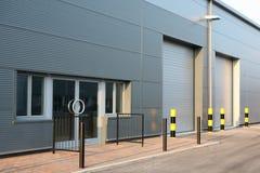 Portas da unidade do edifício industrial Imagens de Stock Royalty Free