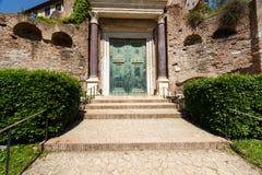 Portas de bronze no templo de Romulus Imagens de Stock