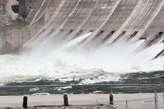 3 portas de inundação e água turbulenta Fotos de Stock