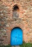 Portas de madeira da igreja alta velha em Inverness Imagens de Stock
