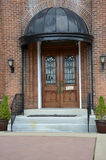 Portas de madeira ornamentado da igreja Imagens de Stock Royalty Free