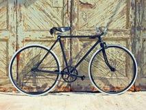 Portas de madeira velhas da bicicleta do vintage Fotos de Stock