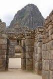 Portas de pedra na cidade antiga de Machu Picchu foto de stock