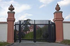 Portas de uma propriedade do país Fotografia de Stock Royalty Free