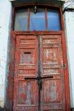 Portas descascadas de madeira vermelhas velhas Fotografia de Stock