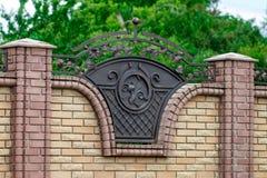 Portas do ferro forjado, forjamento decorativo, close-up forjado dos elementos fotos de stock royalty free
