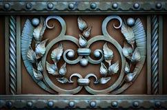 Portas do ferro forjado, forjamento decorativo, close-up forjado dos elementos imagens de stock
