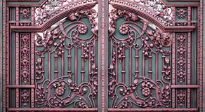 Portas do ferro forjado, forjamento decorativo, close-up forjado dos elementos imagens de stock royalty free