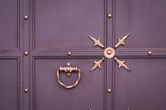 Portas do ferro forjado, forjamento decorativo, close-up forjado dos elementos foto de stock