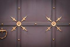 Portas do ferro forjado, forjamento decorativo, close-up forjado dos elementos fotos de stock