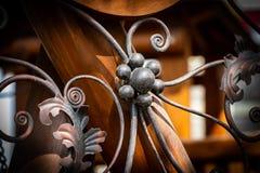 Portas do ferro forjado, forjamento decorativo, close-up forjado dos elementos fotografia de stock