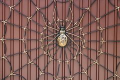 Portas do ferro forjado, forjamento decorativo, close-up forjado dos elementos imagem de stock