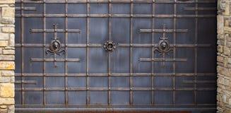 Portas do ferro forjado, forjamento decorativo, close-up forjado dos elementos imagem de stock royalty free