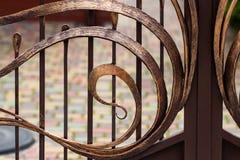Portas do ferro forjado, forjamento decorativo, close-up forjado dos elementos foto de stock royalty free