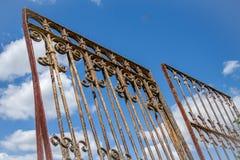 Portas do ferro no céu Fotos de Stock Royalty Free