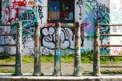 Portas dos grafittis em Roma imagens de stock