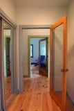 Portas e corredor - trajeto de grampeamento Foto de Stock