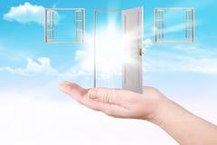 Portas e indicadores em uma palma imagens de stock