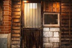 Portas e luzes de madeira velhas, estilo do vintage Imagens de Stock Royalty Free