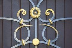 Portas magníficas do ferro forjado, forjamento decorativo, close-up forjado dos elementos imagem de stock royalty free