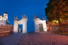 Portas no castelo de Bratislava na noite Fotos de Stock