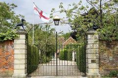 Portas ornamentado à casa de Malmesbury, Salisbúria, Wiltshire, Inglaterra imagem de stock