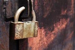 Portas oxidadas do metal do cadeado do vintage Fotografia de Stock Royalty Free