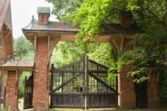 Portas podres e porta do vintage de madeira Imagem de Stock