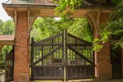 Portas podres e porta do vintage de madeira Fotos de Stock