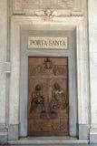 Portas santamente em di Santa Maria Maggiore da basílica Indicadores velhos bonitos em Roma (Italy) Imagens de Stock