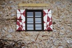 Portas velhas e janelas velhas na cidade velha Foto de Stock