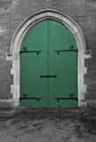 Portas verdes da capela fotografia de stock