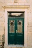 Portas verdes Textura de madeira Pintura gasto, irradiada velha Fotos de Stock Royalty Free
