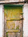 Portas verdes Textura de madeira Pintura gasto, irradiada velha Imagens de Stock Royalty Free