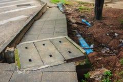 Portata di piena che causa le frane e le tubature dell'acqua municipali mA Fotografia Stock Libera da Diritti