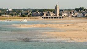 Portbail沙滩和村庄在诺曼底法国 免版税库存照片