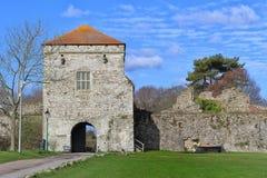 PORTCHESTER,汉普郡,英国, 2015年3月30日:Portchester城堡是在一个前罗马堡垒内被修造的中世纪城堡在Portches 库存图片