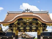 Portdetalj på den Nijo slotten, Kyoto Arkivbild