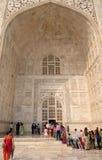 Porte à Taj Mahal à Âgrâ photo stock