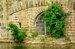 Porte à un passage souterrain Photographie stock
