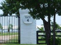 Porte 4 à un ranch quart fonctionnant de cheval Photo stock