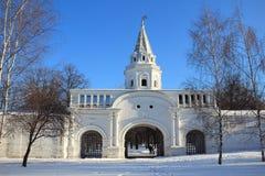 Porte antique à Moscou. La Russie. Image stock