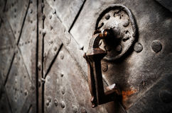 Porte antique de château de fer Photographie stock