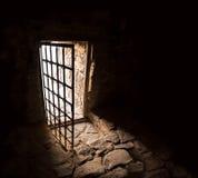 Porte antique de chambre noire photo stock