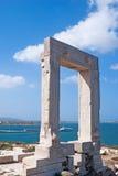 Porte antique de temple d'Apollon à l'île de Naxos photographie stock