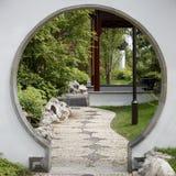 Porte au jardin japonais Photo libre de droits