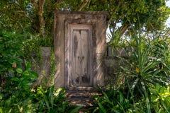 Porte au jardin secret Images libres de droits