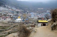 Porte au village de Bazar de Namche, parc national de Sagarmatha, Népal Photographie stock