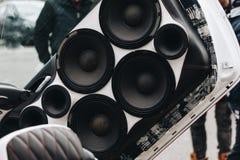 Porte AUDIO de VOITURE EXTRÊME avec la grande BASSE et le Sous-woofer bruyant photo stock